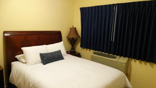 The Hotel Hollywood: Quarto