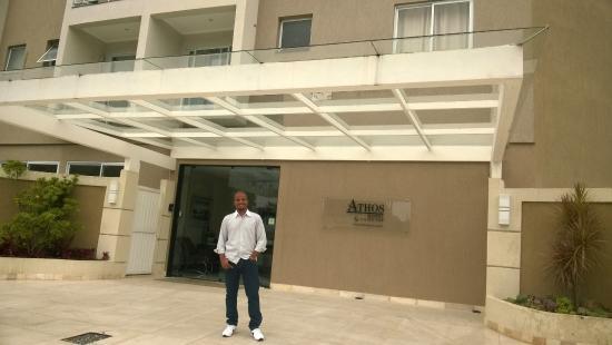 Athos Hotel: Em frente ao Hotel.