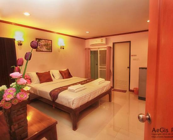 Puwanon Place: Queen Bedroom