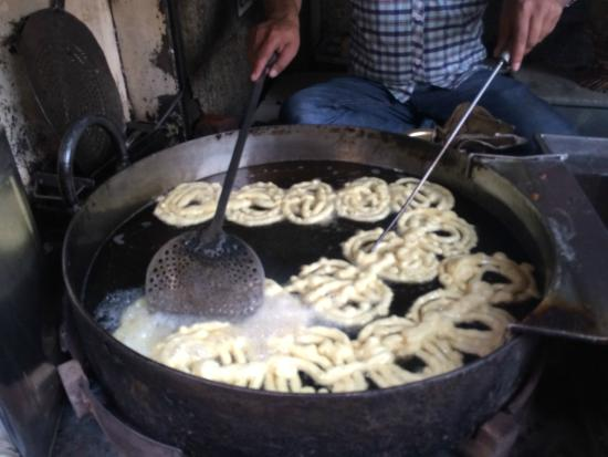 Old And Famous Jalebiwala: Jalebis cooking in desi ghee