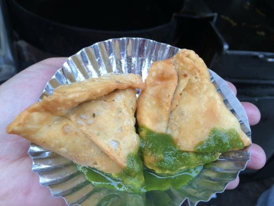 Old And Famous Jalebiwala: yummy samosas