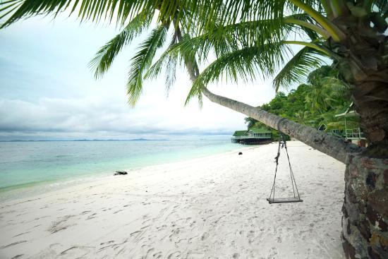 Rawa Island Resort: Beach
