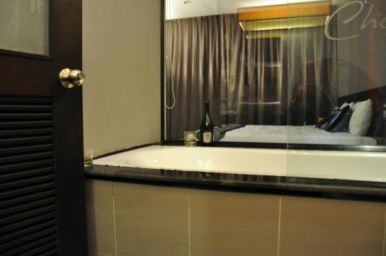 Chaweng Noi Pool Villa: Bathtub)