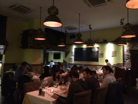 Sale e Pepe Italian Restaurant & Winebar: warm atmosphere