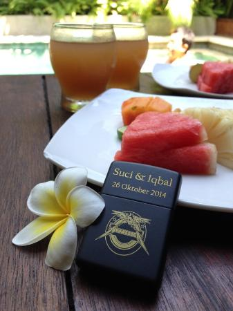 Grand Akhyati Villas and Spa: Welcome drink & fruit