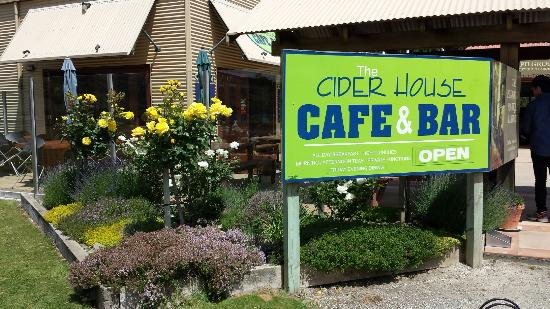 The Cider House Cafe & Bar: Nice scenery and cool weather in early December