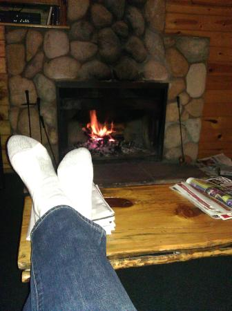 Big Bear Frontier Cabins : Putting my feet up in the living room, enjoying the fire