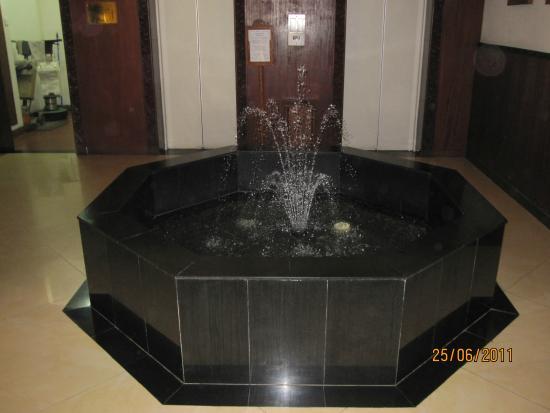 Royal Court Hotel : Lobby