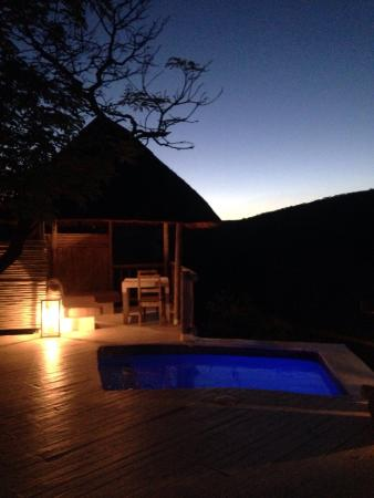 Clifftop Lodge : Evening view from Room 2