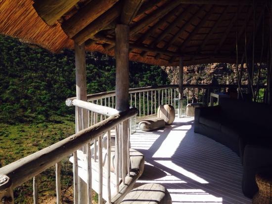 Clifftop Lodge : Deck at main lodge