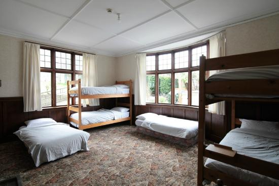 Manor House Backpackers: 6 Bed Dorm