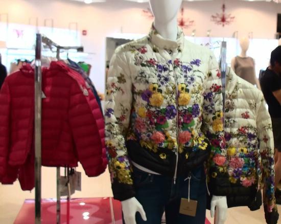 JP Super Store : 洋服も売ってます。グアムでダウン買う??
