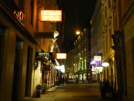 Graben Hotel: View from Graben street