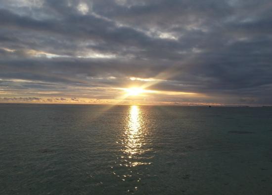 Wilson's Beach Bar - Castaway Resort Rarotonga: Sun Goes Down On Another Glorious Day