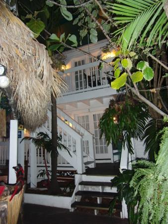 Smallest Bar Inn: Old Customs House Inn