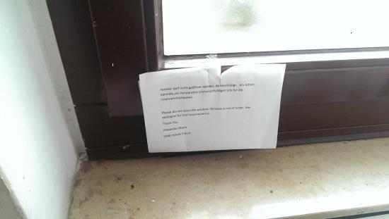 Nicht gestattet das fenster zu ffnen bild von hotel - Fenster geht nicht zu ...