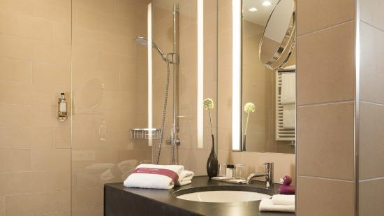 AMERON Hotel Regent: Badezimmer