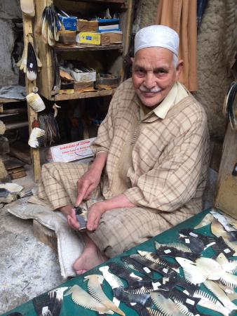 Artisanal Affairs Day Tours : Comb-maker