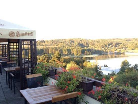 Orea Resort Santon: レストラン脇のテラスからの眺望