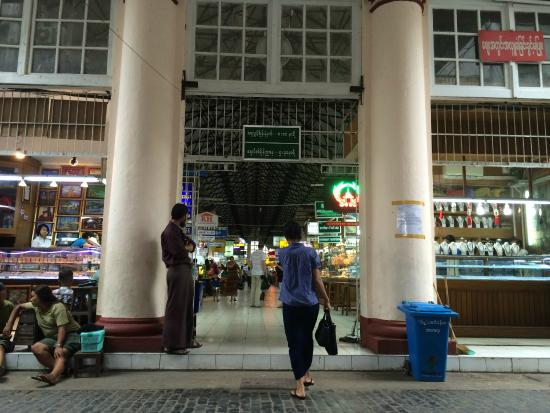 Bogyoke Aung San Market: Good place to shop
