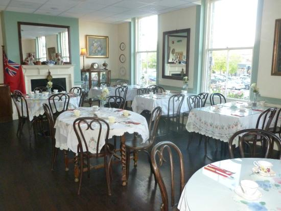 Betty Bumbles Vintage Tea Rooms: Betty Bumbles Vintage Tea House St Neots (Upstairs area)