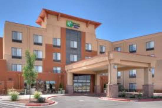 Holiday Inn Express & Suites Albuquerque Old Town: Hotel & grounds