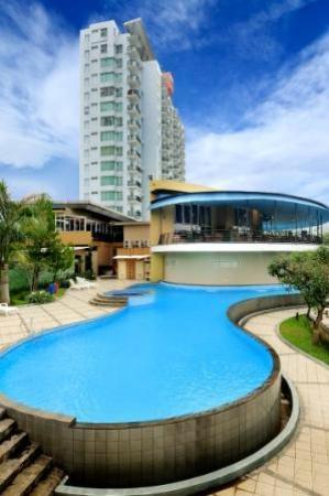 Marbella Suites Bandung: North swimming pool