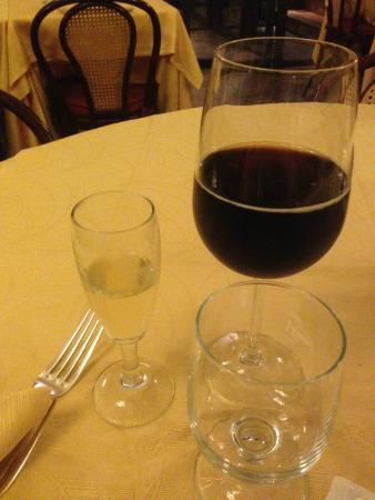Taverna Flavia: detallito de champán