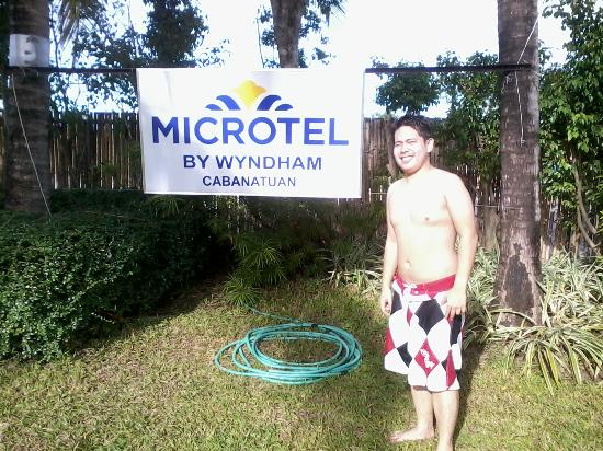 Microtel Inn & Suites by Wyndham Cabanatuan : swimming is fun here lobe it much