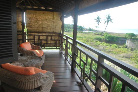 Lautan Kupu - Kupu Villas : terraza habitación