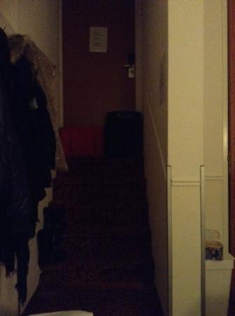 Amsterdam Downtown Hotel: spiffero enorme sotto la porta chiuso con le valigie