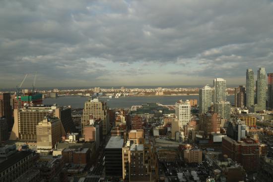 vista dalla camera soggiorno - Picture of The New Yorker a Wyndham ...