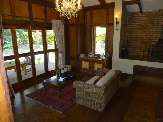 Arusha Coffee Lodge : kamer met zithoekje