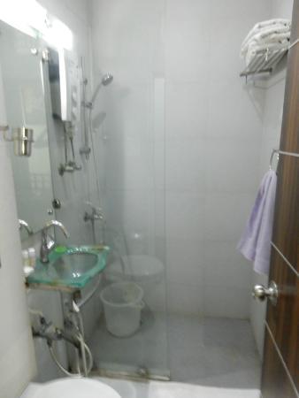 DolphInn Homestay: Bathroom