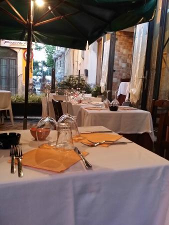 Angolo Masuccio: tavoli all'aperto