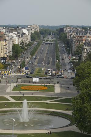 Le cinquantenaire: view on Tervuren avenue