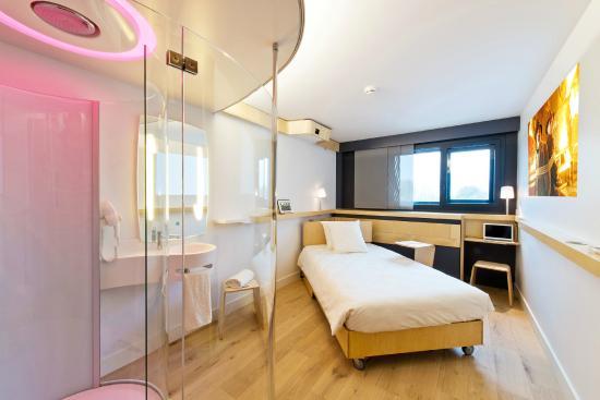 Le Mesnil-Amelot, Frankrig: Chambre et lit mobile