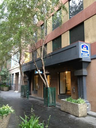 Best Western Riverside Apartments : the check-in and apartment are different location. Quite troublesome if is raining.