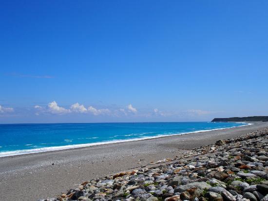 Chishingtan Scenic Area: 補正なしでこの色の海です!!