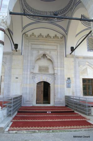 Mustafa Pasha Mosque : Caminin girişi