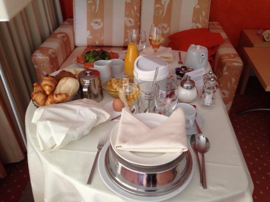 Hotel Lenzerhorn Spa & Wellness: Das Leckere Frühstück das wir Selber zusammenstellen durften und auf umserem Zimmer Geniessen ko