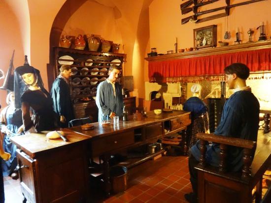 Musee de la Vie Bourguignonne: Old kitchen