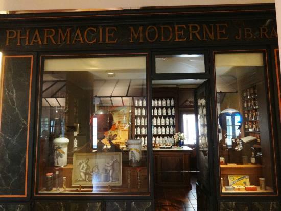 Musee de la Vie Bourguignonne: Old Drugstore