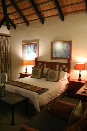 Everglades Hotel and Conference Centre: Cosy room