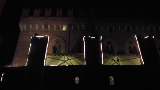 Castello di Carimate: Castello by night