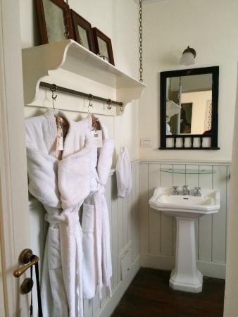 Hotel Boutique Quinta Miraflores: Plush robes