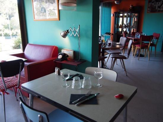 La maison valbonne zdj cie salle manger cot for La fenetre a cote