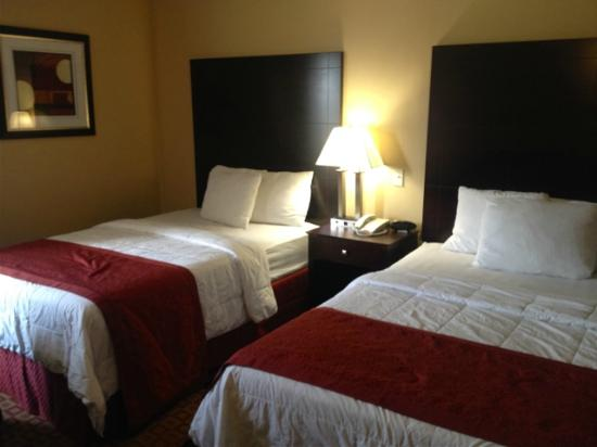 La Quinta Inn & Suites Brooklyn Downtown: Geräumiges Zimmer mit 2 Queensize-Betten