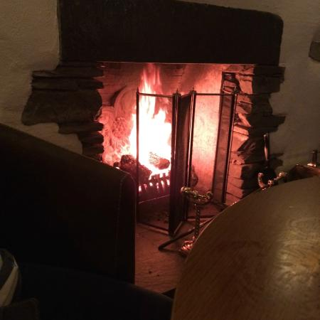 Wateredge Inn: The log fire in the lower bar area