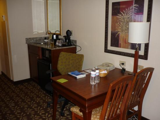 Embassy Suites by Hilton Orlando Airport : Seperate room